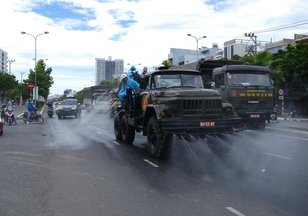 Quân đội lao vào dập dịch - Ảnh 1.