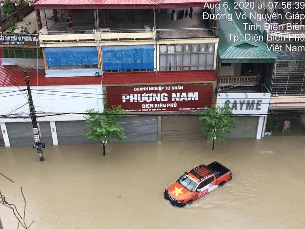 Vừa nâng cấp hệ thống thoát nước, TP Điện Biên Phủ ngập như sông sau mưa lớn - Ảnh 6.