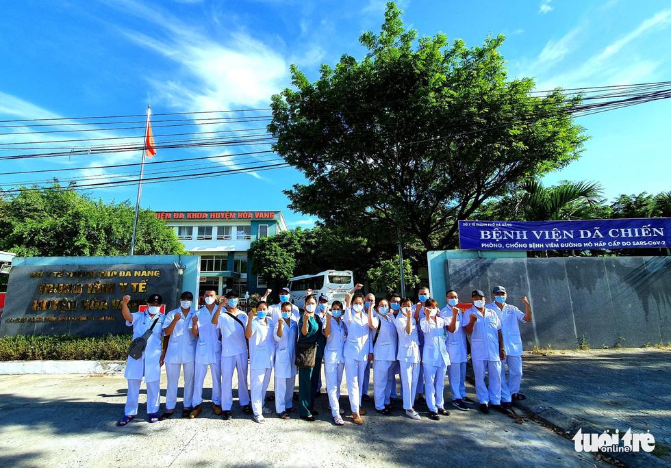 Nam y, bác sĩ TP Hải Phòng đồng loạt... cạo trọc trước khi vào tâm dịch Đà Nẵng - Ảnh 4.