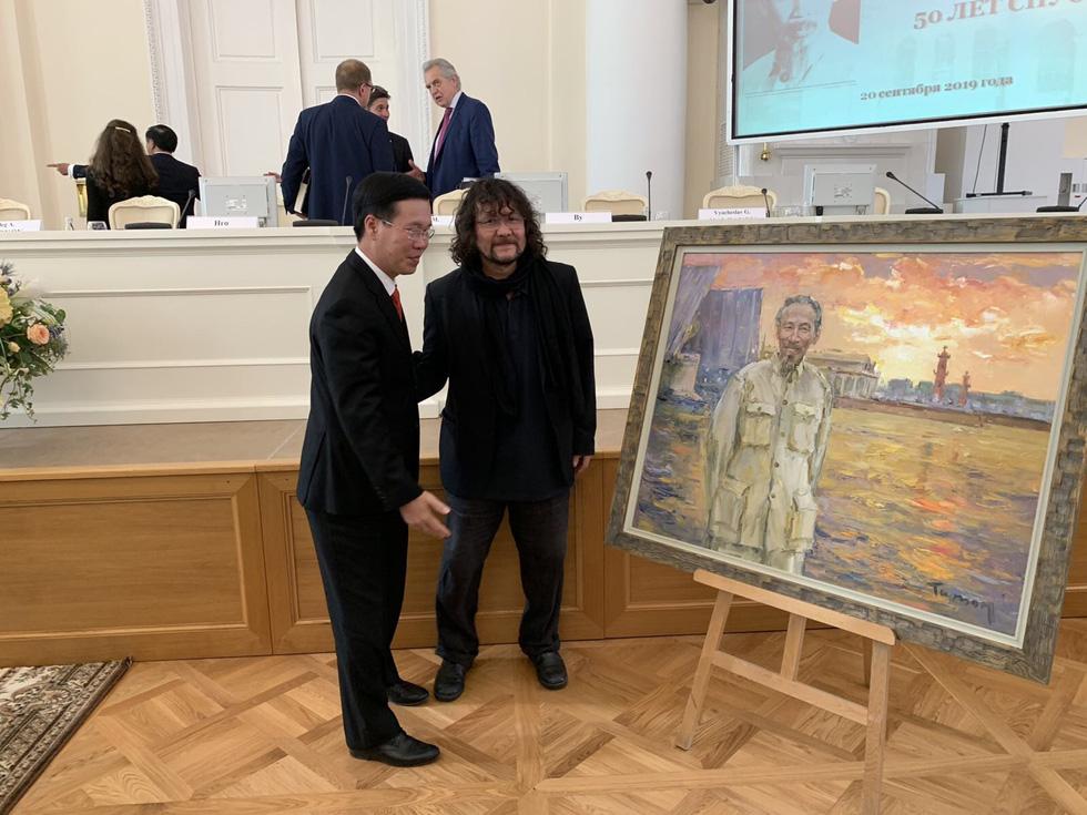 Tuman Zhumabaev - họa sĩ Nga mê Việt Nam đắm đuối - qua đời - Ảnh 3.