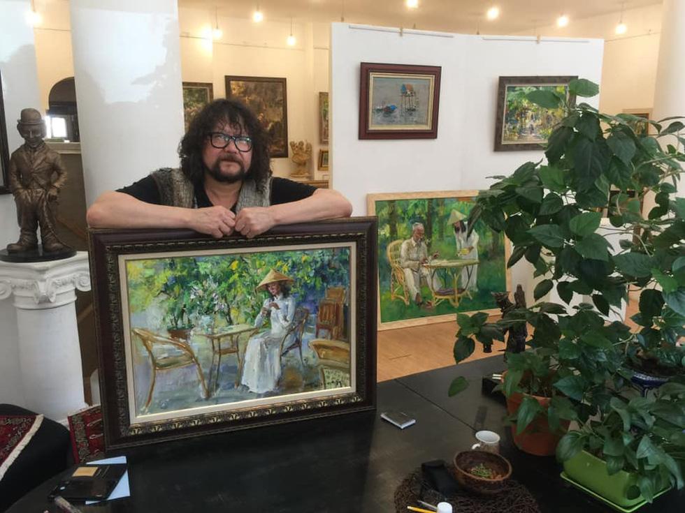 Tuman Zhumabaev - họa sĩ Nga mê Việt Nam đắm đuối - qua đời - Ảnh 1.