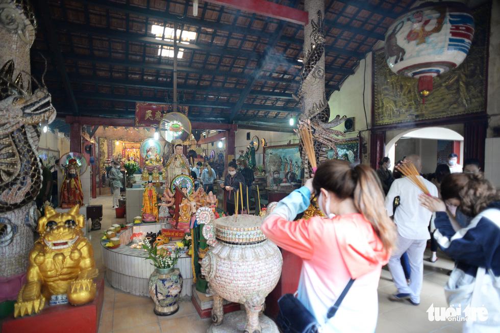Mùa Vu lan viếng Miếu Nổi Phù Châu 200 tuổi nằm giữa sông Bến Cát - Sài Gòn - Ảnh 8.