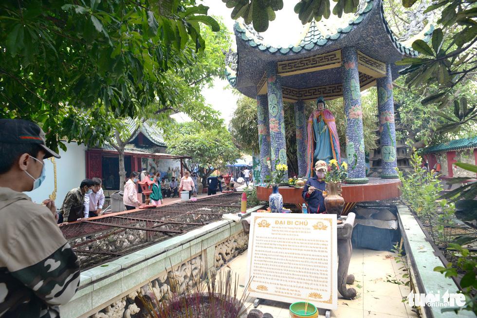 Mùa Vu lan viếng Miếu Nổi Phù Châu 200 tuổi nằm giữa sông Bến Cát - Sài Gòn - Ảnh 10.