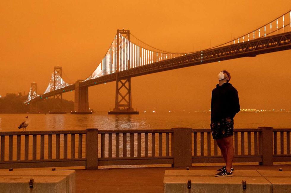 Bầu trời vùng Bay Area, California rực màu cam lửa - Ảnh 1.