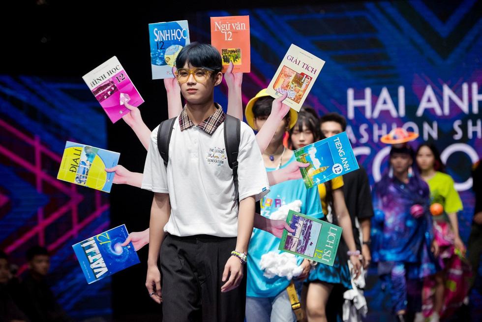 Choáng ngợp trước show diễn thời trang đồng phục lớp đầu tiên tại Việt Nam - Ảnh 3.