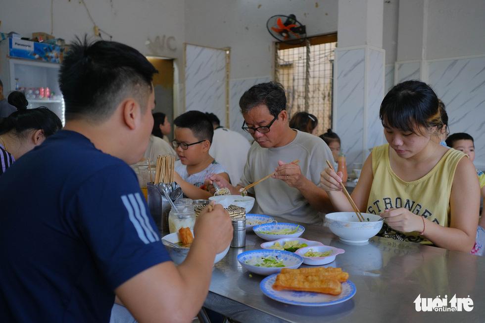 Dân Đà Nẵng phấn khởi ăn sáng, cà phê, đi mua sắm từ 11-9 - Ảnh 4.