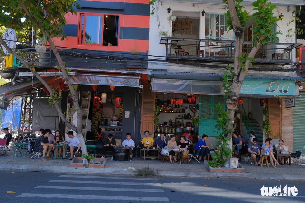 Dân Đà Nẵng phấn khởi ăn sáng, cà phê, đi mua sắm từ 11-9 - Ảnh 2.