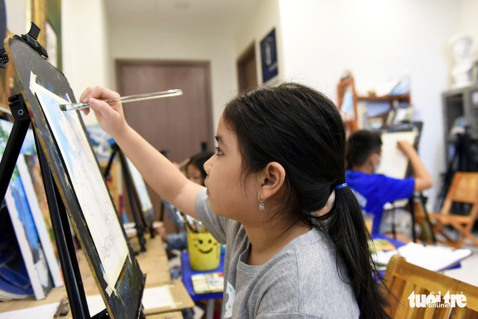 Chàng họa sĩ với 7 lớp dạy vẽ miễn phí - Ảnh 7.