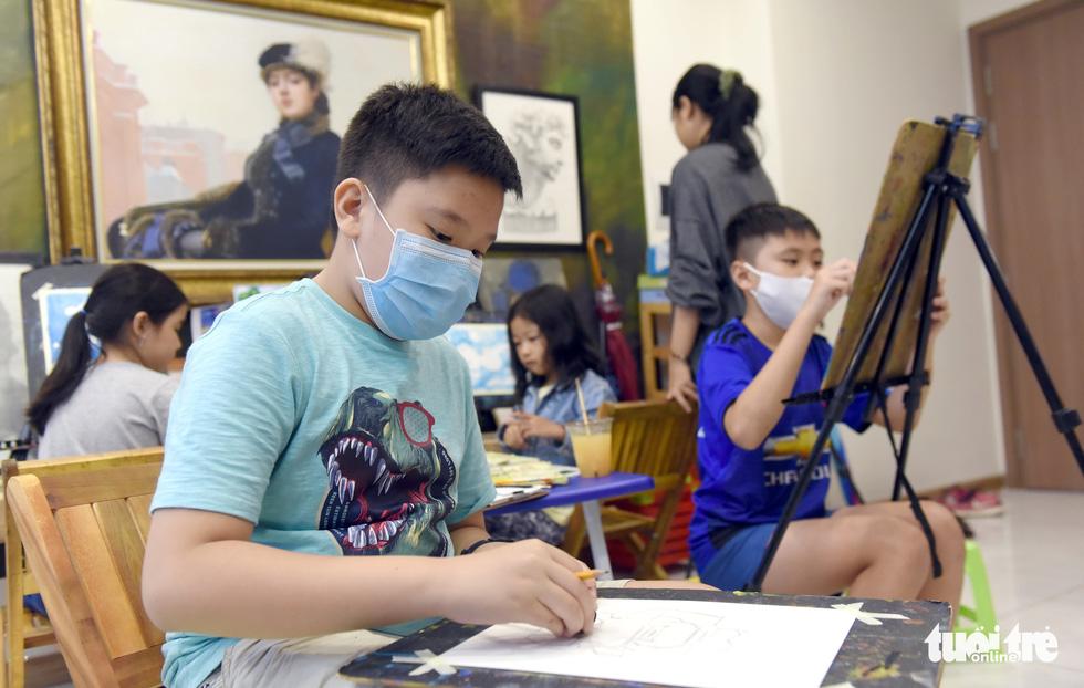 Chàng họa sĩ với 7 lớp dạy vẽ miễn phí - Ảnh 3.