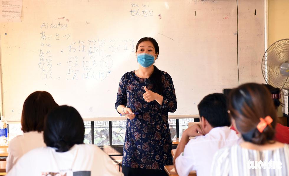 Chùa ở TP.HCM 10 năm dạy miễn phí 6 ngoại ngữ - Ảnh 3.