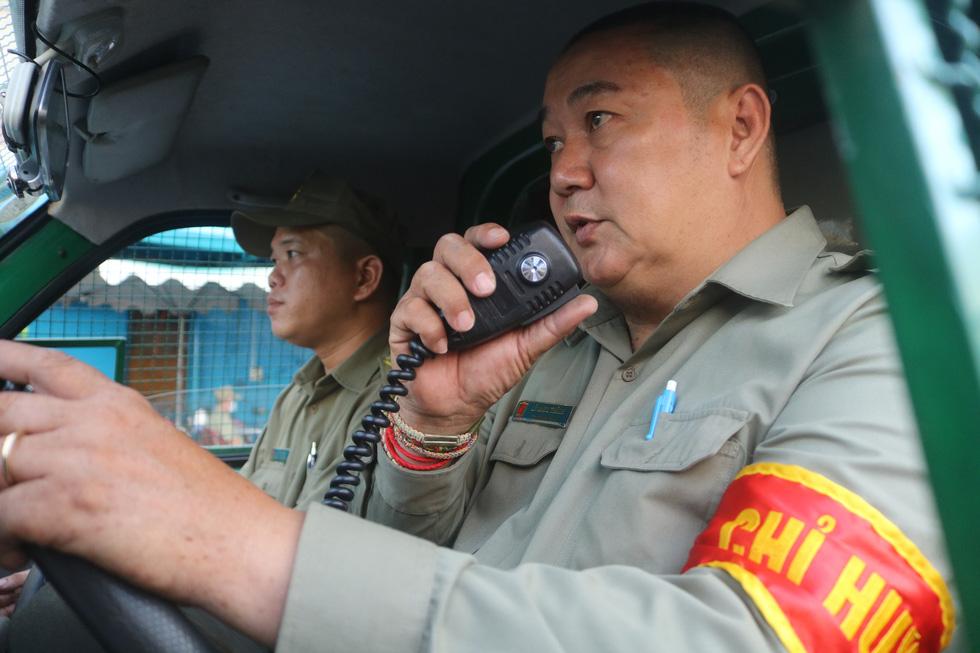 Gặp bảo vệ tổ dân phố tự chế máy cứu hỏa chuyên trị ở các hẻm nhỏ - Ảnh 6.