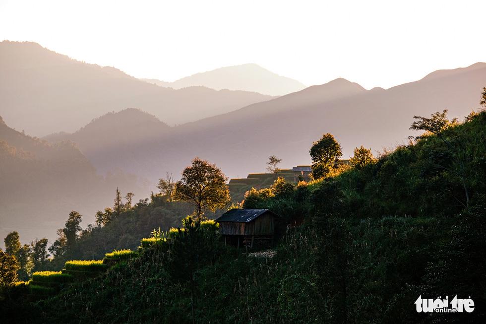 Đuổi theo mặt trời ngắm ruộng bậc thang đẹp như tranh vẽ - Ảnh 8.
