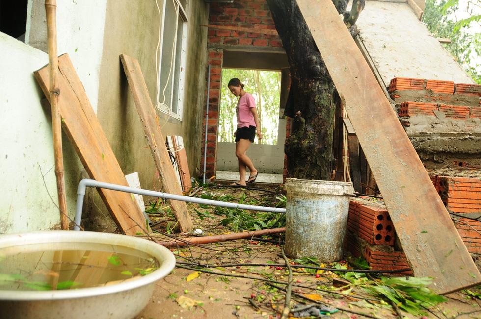 Nhà cửa tan hoang nơi tâm bão số 5 đi qua - Ảnh 6.