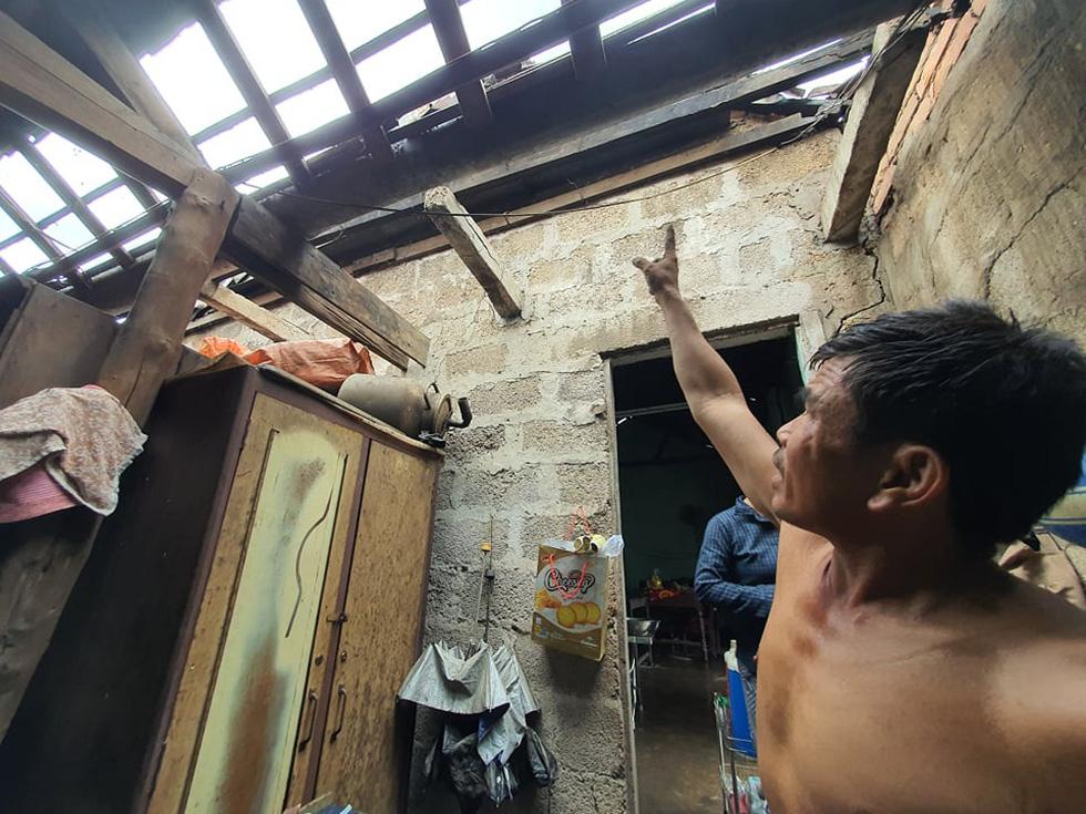 Nhà cửa tan hoang nơi tâm bão số 5 đi qua - Ảnh 10.
