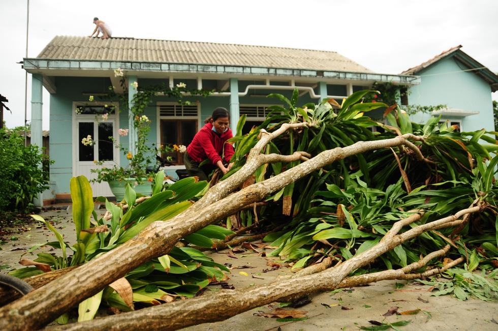 Nhà cửa tan hoang nơi tâm bão số 5 đi qua - Ảnh 9.