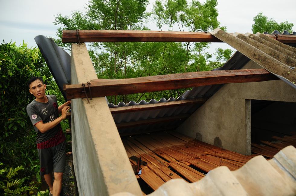 Nhà cửa tan hoang nơi tâm bão số 5 đi qua - Ảnh 5.