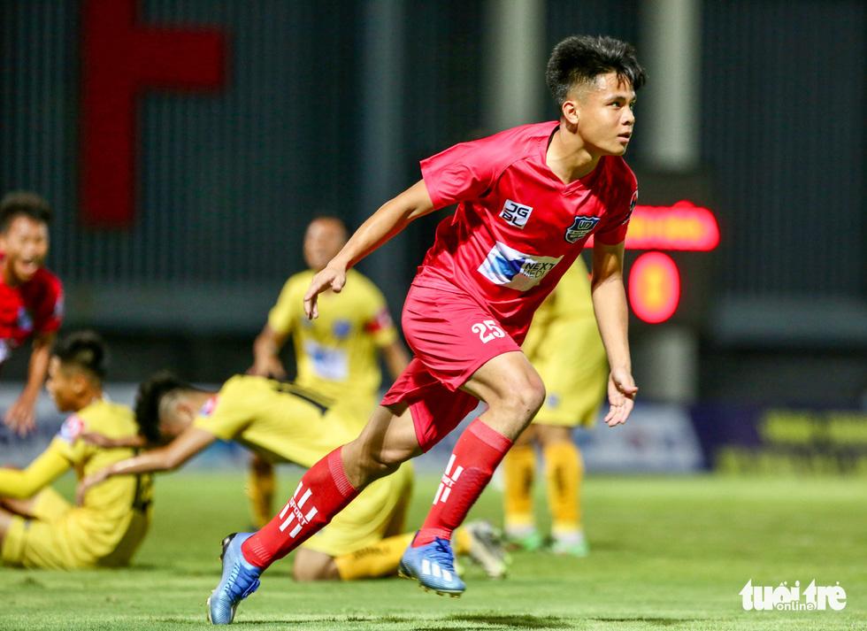 Đàn em Xuân Trường đá phạt góc ghi bàn ở ngày khai màn VCK U17 quốc gia 2020 - Ảnh 6.