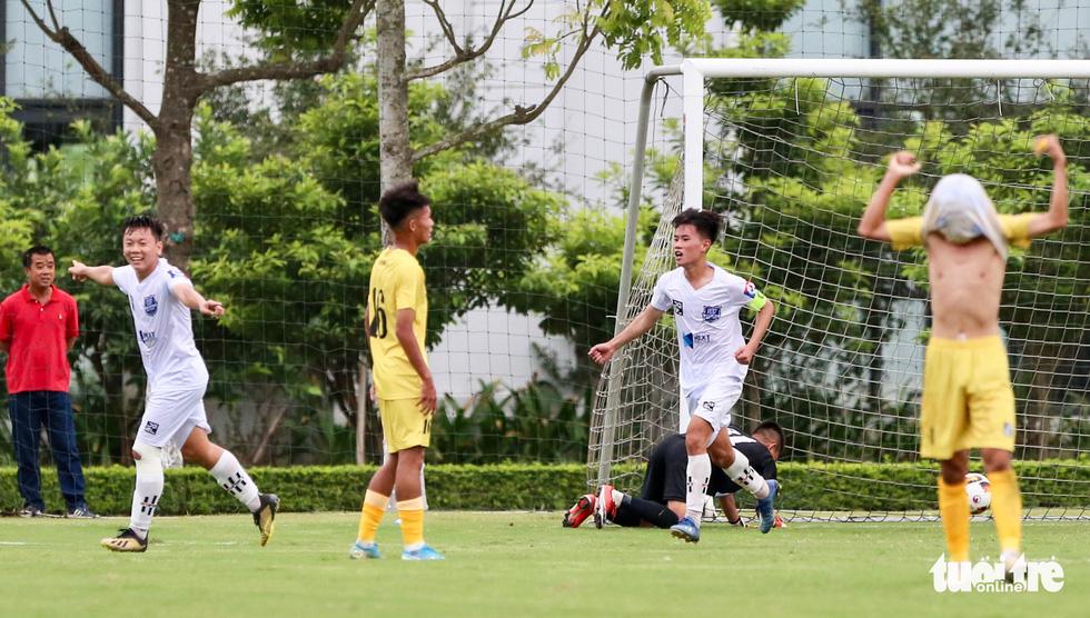 Đàn em Xuân Trường đá phạt góc ghi bàn ở ngày khai màn VCK U17 quốc gia 2020 - Ảnh 5.