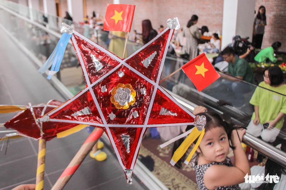 Nghệ nhân tất bật chuẩn bị giới thiệu hồn Tết Trung thu ở Bảo tàng Dân tộc học - Ảnh 4.