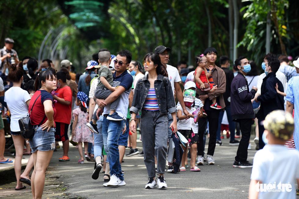 Thảo cầm viên Sài Gòn đông nghẹt khách đến chơi lễ - Ảnh 5.