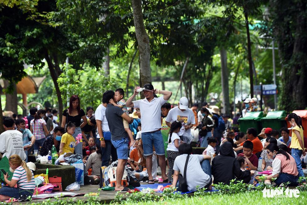 Thảo cầm viên Sài Gòn đông nghẹt khách đến chơi lễ - Ảnh 9.