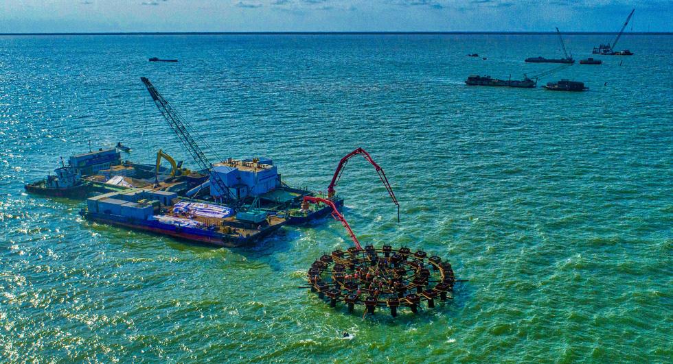 Nhiều dự án năng lượng sạch phủ kín bờ biển Bạc Liêu - Ảnh 1.