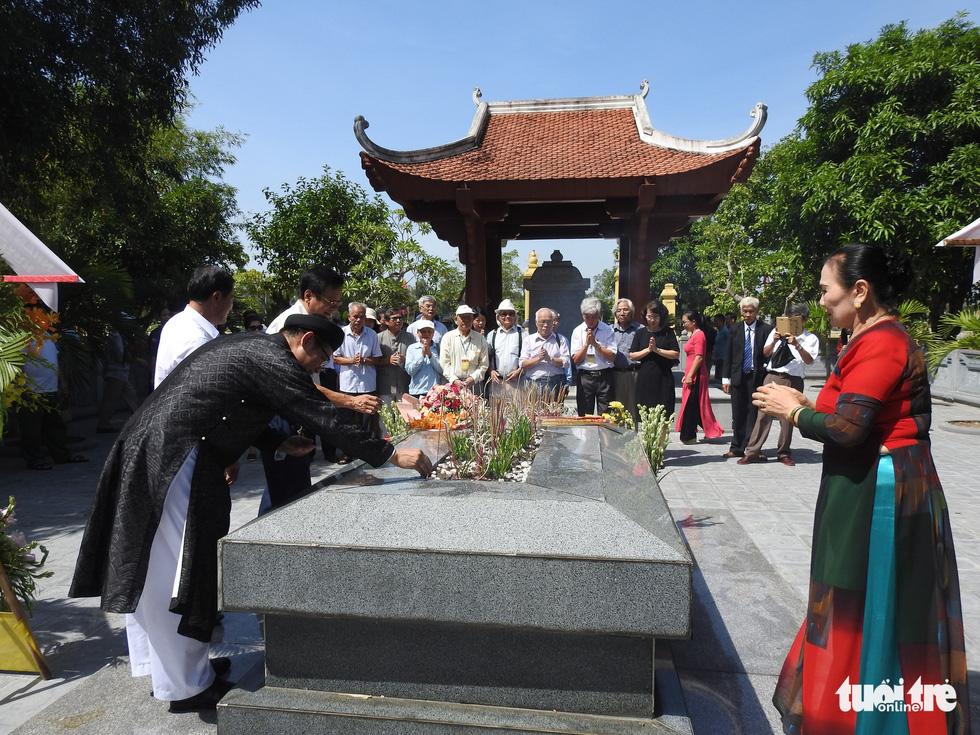 200 năm ngày mất Nguyễn Du: Mỗi tấm lòng đều nghiêng mình trước một thi hào uyên bác - Ảnh 7.