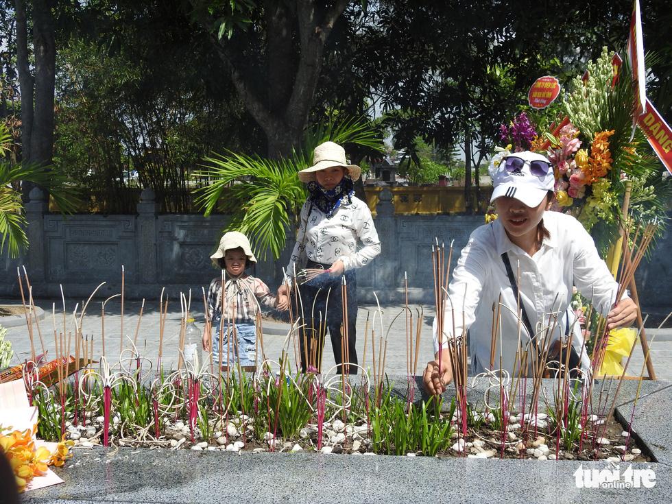 200 năm ngày mất Nguyễn Du: Mỗi tấm lòng đều nghiêng mình trước một thi hào uyên bác - Ảnh 9.