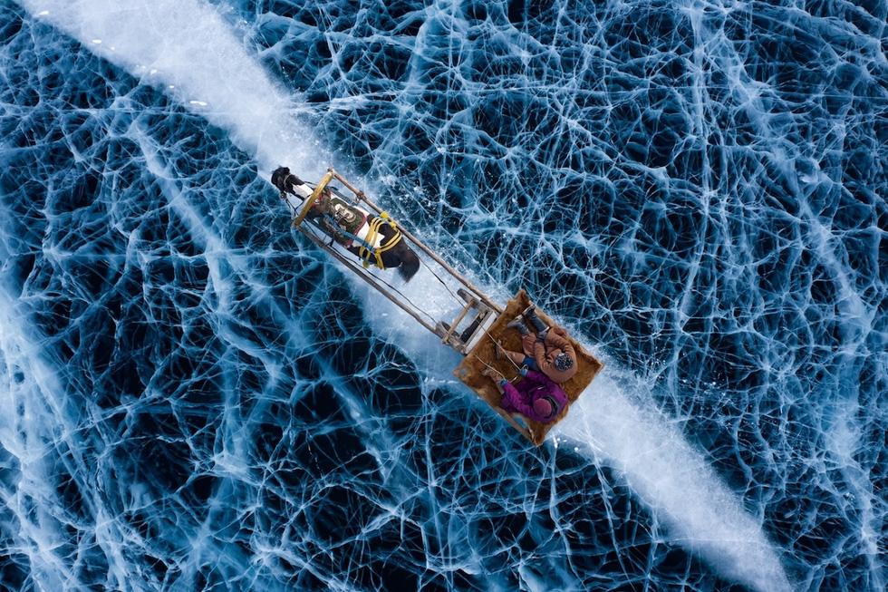 Ảnh đàn cá bơi thành hình trái tim đoạt giải Bức ảnh của năm chụp bằng flycam - Ảnh 4.
