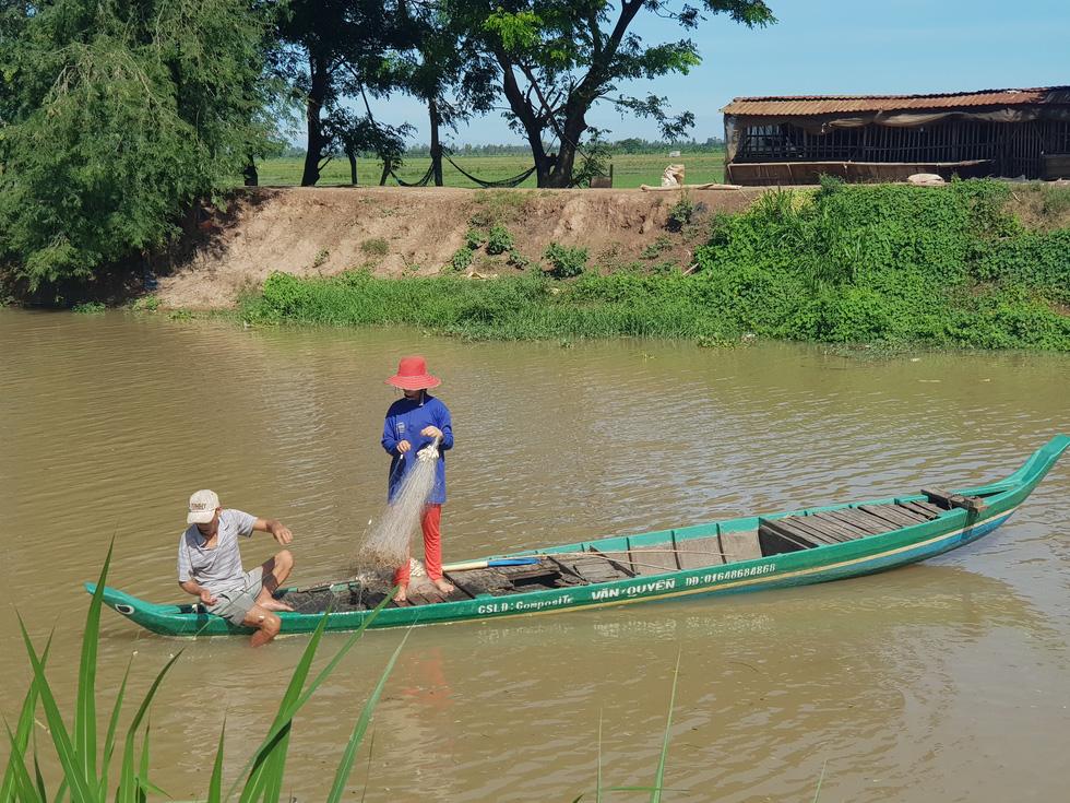 Đồng bằng sông Cửu Long lo đói lũ - Ảnh 1.