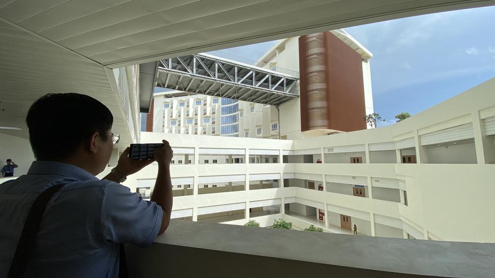 Cận cảnh Bệnh viện Ung bướu hiện đại, có sân đậu trực thăng - Ảnh 4.