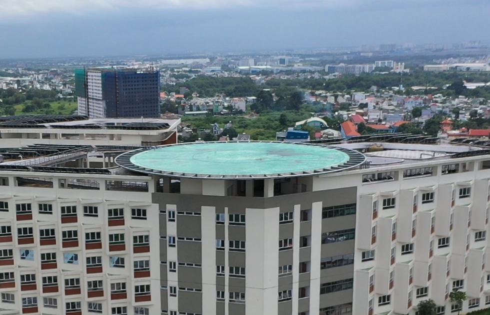 Cận cảnh Bệnh viện Ung bướu hiện đại, có sân đậu trực thăng - Ảnh 3.