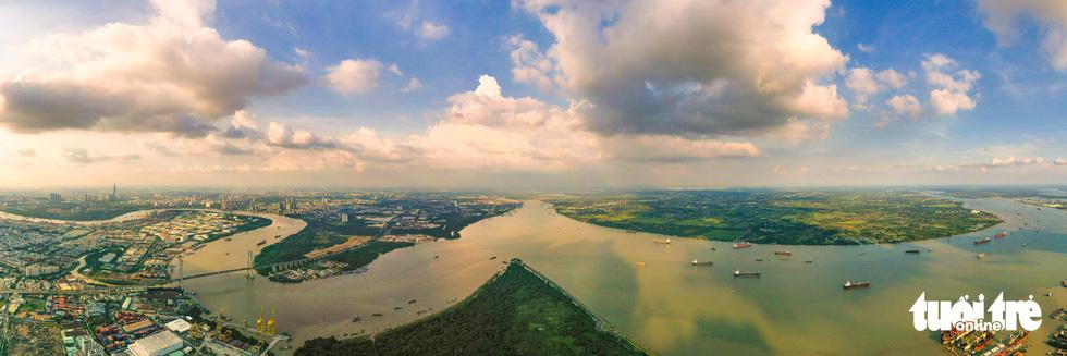 Ngắm Sài Gòn - thành phố hoa lệ bên những dòng sông - Ảnh 2.