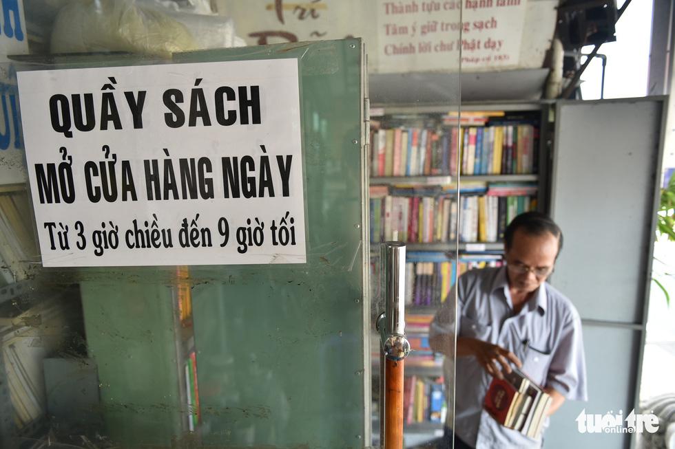 Tiệm sách miễn phí giữa Sài Gòn thu hút từ trẻ nhỏ đến người già - Ảnh 2.