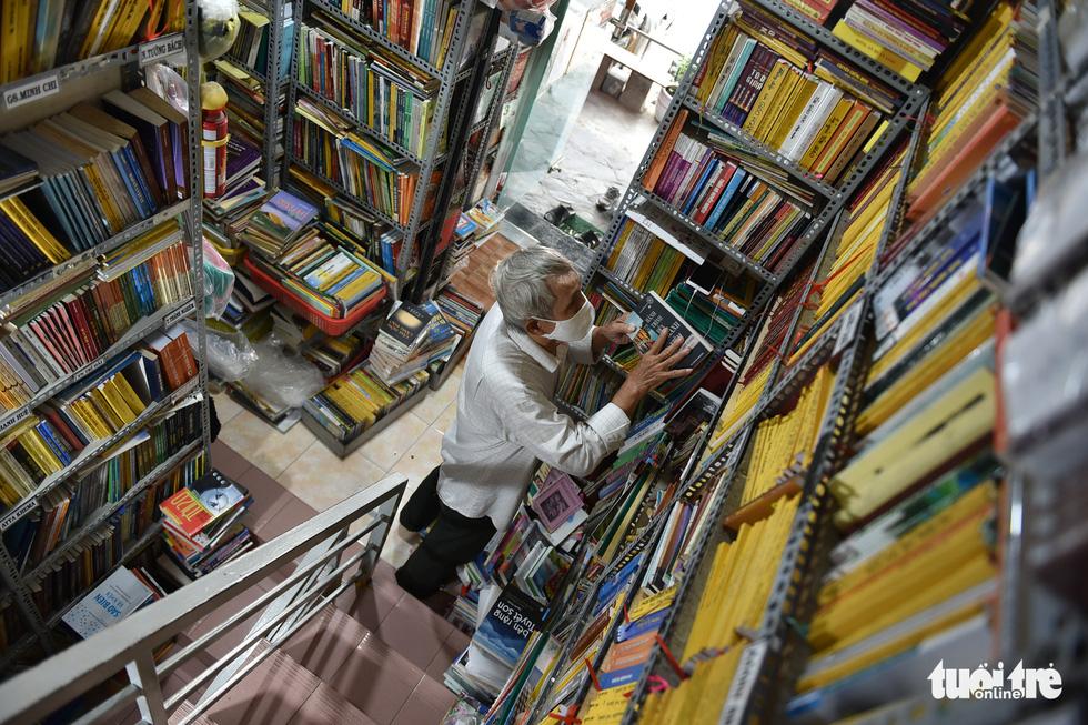 Tiệm sách miễn phí giữa Sài Gòn thu hút từ trẻ nhỏ đến người già - Ảnh 6.