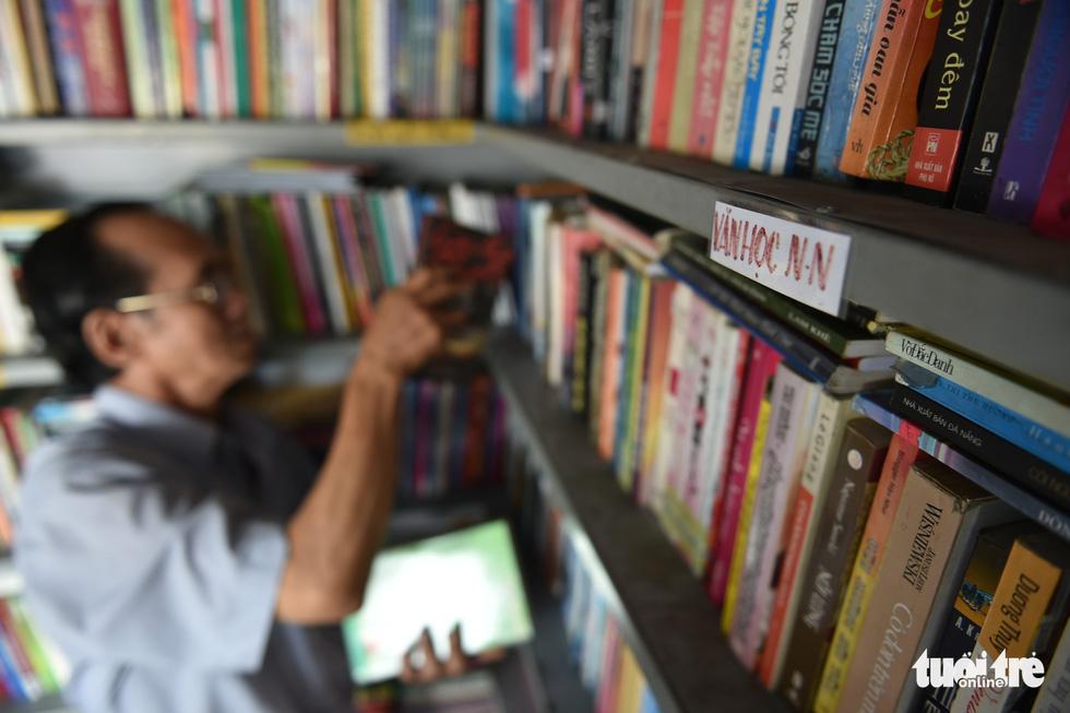 Tiệm sách miễn phí giữa Sài Gòn thu hút từ trẻ nhỏ đến người già - Ảnh 5.