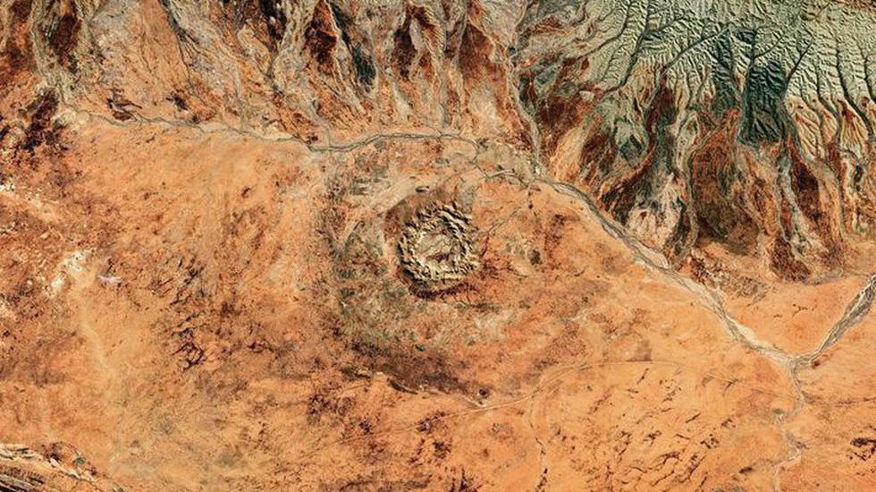 Những hố thiên thạch triệu năm tuổi trên Trái đất - Ảnh 1.