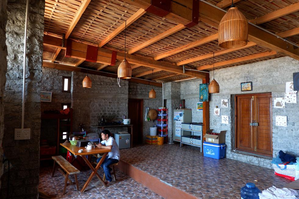 Ngắm ngôi nhà Anh hùng xây trên vách đá Ninh Thuận - Ảnh 4.