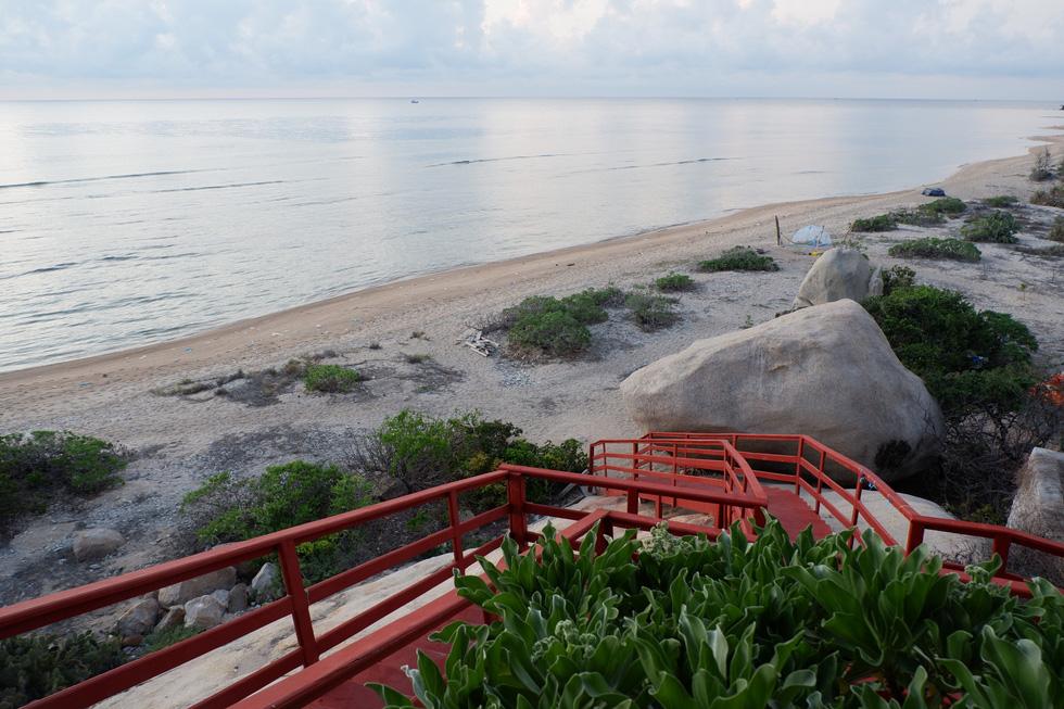 Ngắm ngôi nhà Anh hùng xây trên vách đá Ninh Thuận - Ảnh 9.
