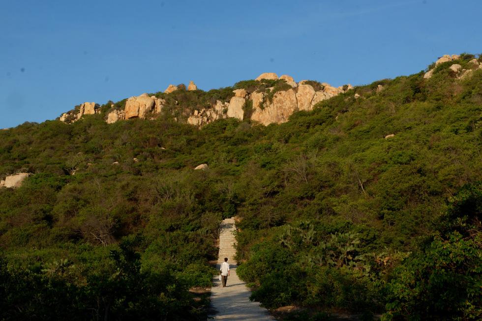 Ngắm ngôi nhà Anh hùng xây trên vách đá Ninh Thuận - Ảnh 11.