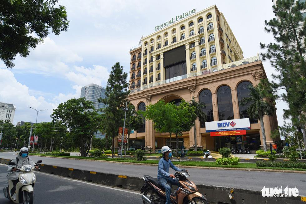 Cận cảnh cao ốc, chung cư, khách sạn... ngàn tỉ đang được rao bán - Ảnh 6.