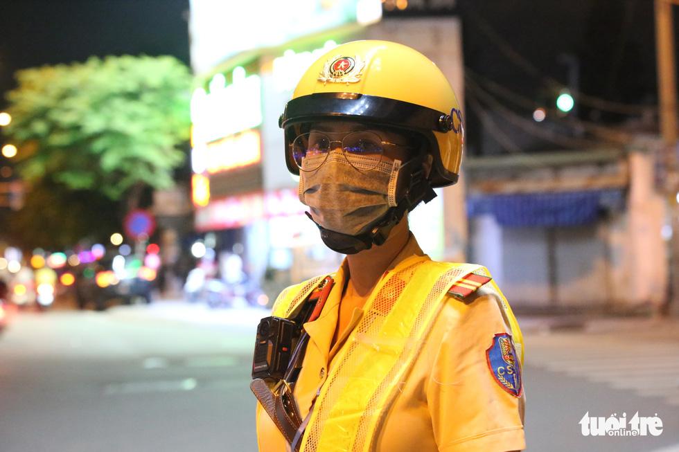 Nữ CSGT ở TP.HCM xử lý ma men đêm đường nhậu Phạm Văn Đồng ra sao? - Ảnh 8.
