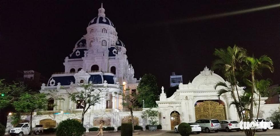 Những lâu đài hoành tráng của đại gia xăng dầu Ngô Văn Phát vừa bị bắt - Ảnh 2.