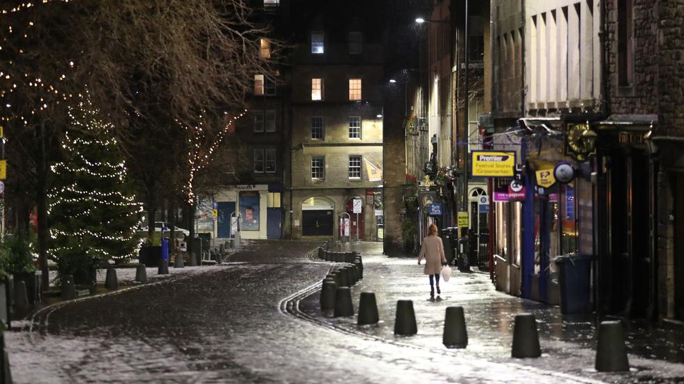شب سال نو در انگلیس: زنگ ساعت بیگ بن به صدا در می آید ، اما هیچ کس در خیابان نیست - تصویر 1.
