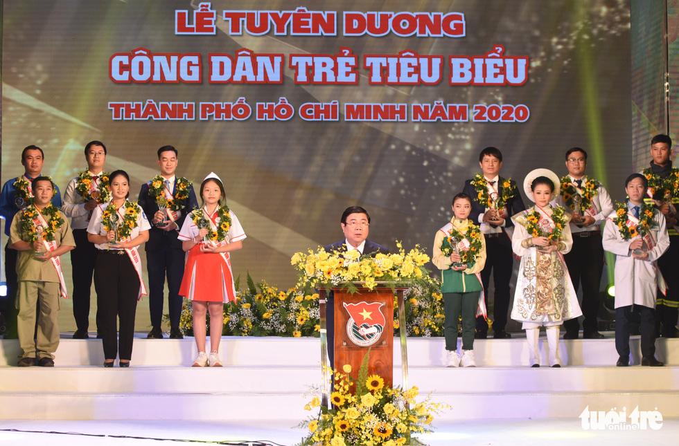 Vinh danh 12 công dân trẻ tiêu biểu TP.HCM 2020: Những bông hoa tỏa sáng - Ảnh 2.