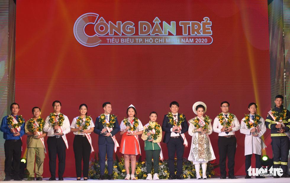 Vinh danh 12 công dân trẻ tiêu biểu TP.HCM 2020: Những bông hoa tỏa sáng - Ảnh 1.