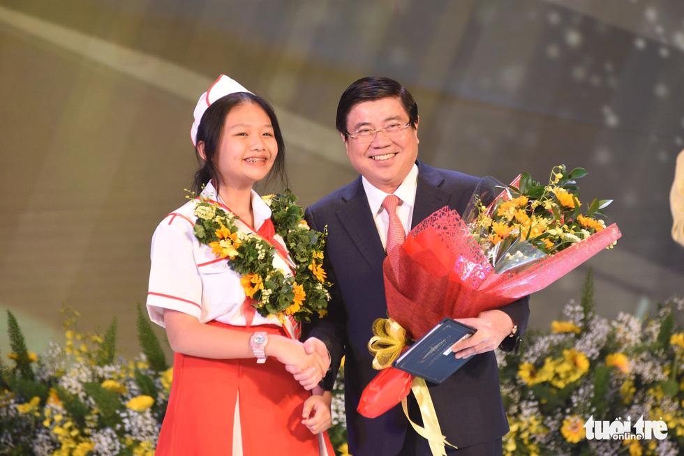 Vinh danh 12 công dân trẻ tiêu biểu TP.HCM 2020: Những bông hoa tỏa sáng - Ảnh 5.