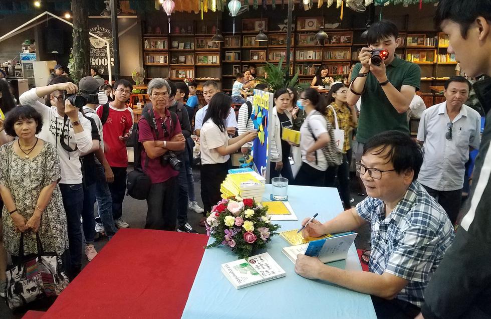 Nhà văn Nguyễn Nhật Ánh: Sẽ viết cho đến ngày bạo chúa thời gian ghé thăm - Ảnh 8.
