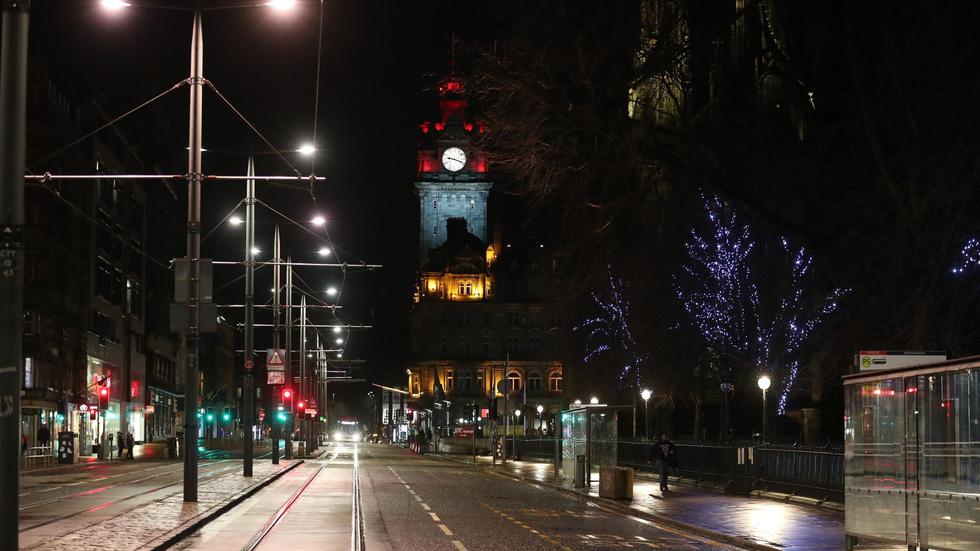 شب سال نو در انگلیس: زنگ ساعت بیگ بن به صدا در می آید ، اما هیچ کس در خیابان نیست - تصویر 4.