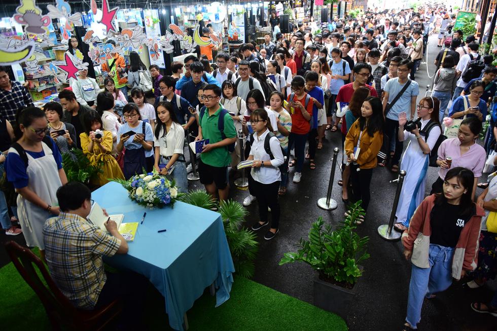 Nhà văn Nguyễn Nhật Ánh: Sẽ viết cho đến ngày bạo chúa thời gian ghé thăm - Ảnh 7.